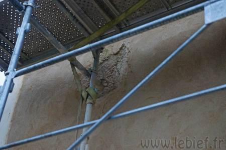 Le souci posé par les accroches de l'échafaudage sera l'épaisseur de mortier nécessaire pour les boucher.